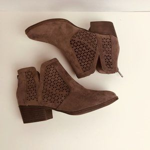 Steve Madden NY Ankle Booties Suede Cut Eyelet 6.5